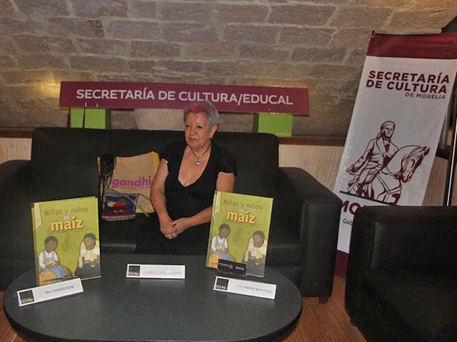 Presentan el libro Niñas y niños de Maíz
