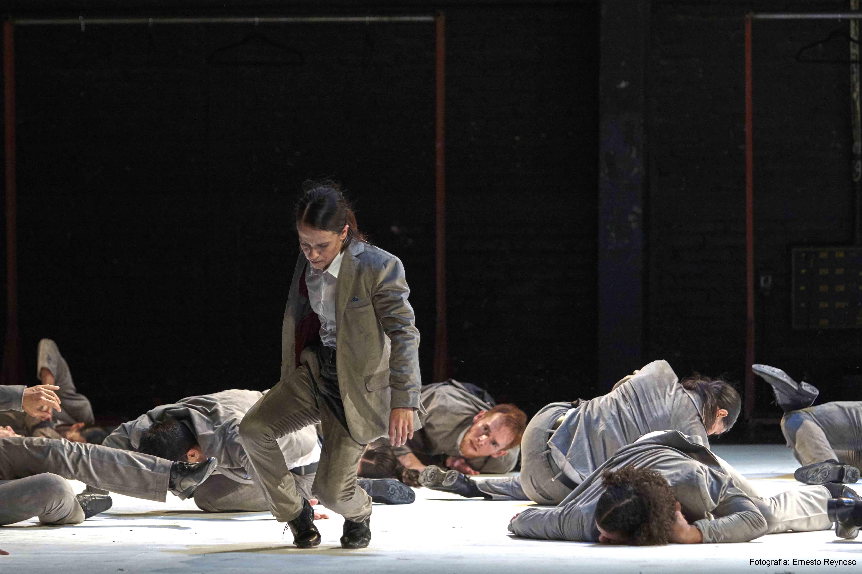 Antares presenta una coreografía monumental sobre la revaloración del cuerpo en tiempos de crisis