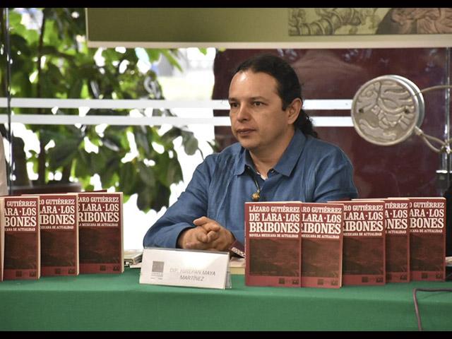 Urge sacar los libros de las bodegas para que cumplan con su función de ser leídos: Hirepan Maya