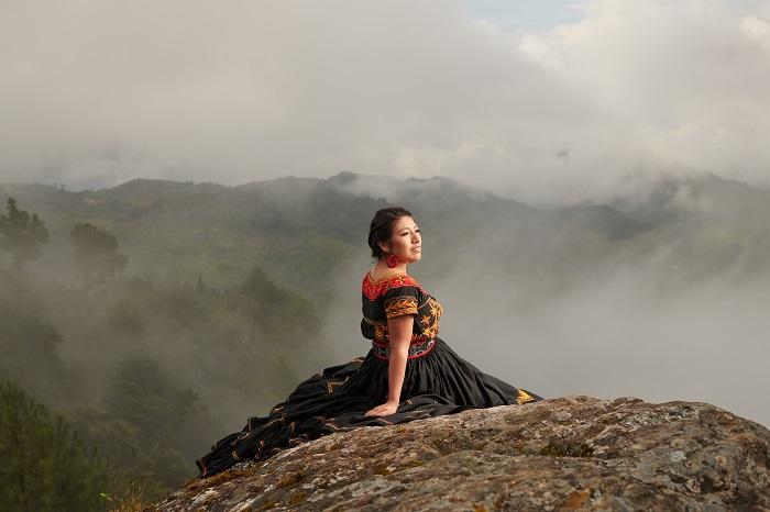 La soprano mixe María Reyna invita a conocer las 68 lenguas indígenas de México, sin salir de casa