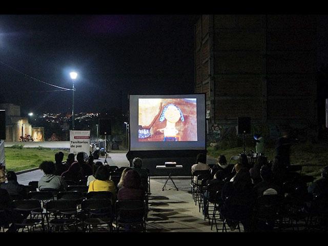 Encuentro de Realidades cine vecino, continúa en la Plaza de la paz