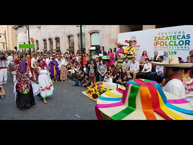 Folklore michoacano es ovacionado en Zacatecas