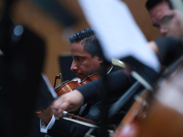 Román Revueltas se estrenó como director de la Orquesta Sinfónica de Michoacán