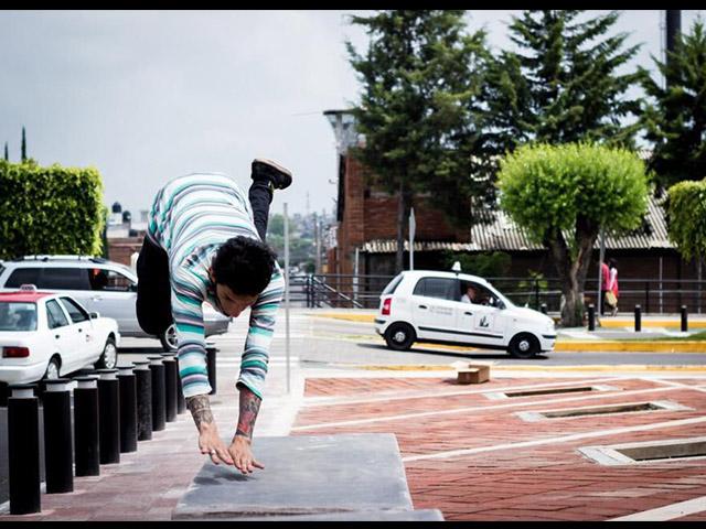 Niños y jóvenes disfrutan del parkour en Morelia