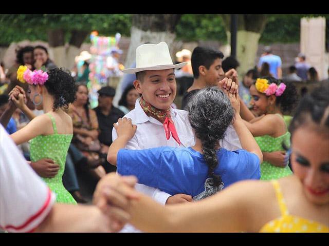 Morelia y Veracruz se unen por el folklore
